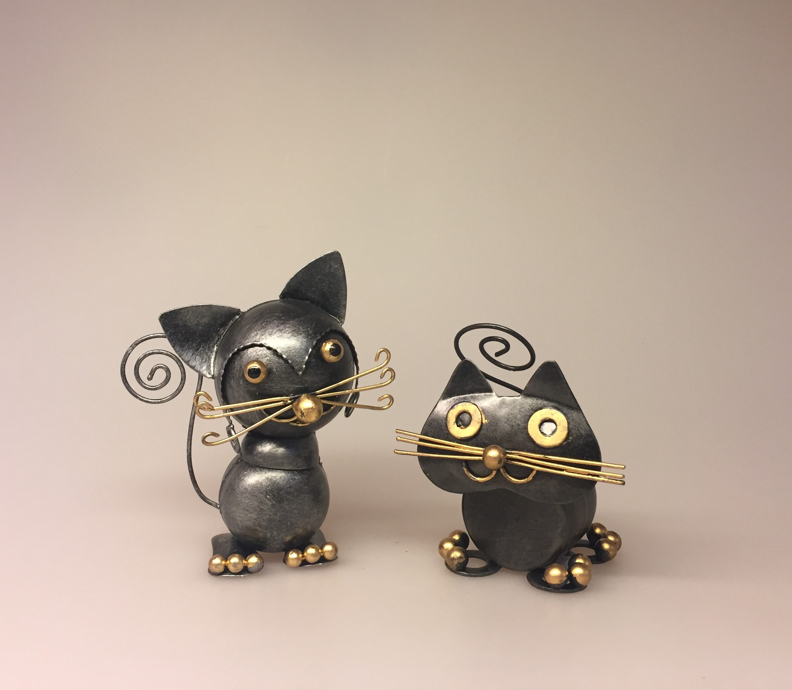 Metalfigur - Sort kat lille Fred - Metalfigur - Sort kat kugler, knurhår, kat til penge, pengekat, metalkat, metalfigur, kattefigur, ting med katte, katteting, ting til penge, penge i gave, gaveidé, studentergave, bryllupsgave, kunsthåndværk, håndlavet, kunst, mis, missekatte,