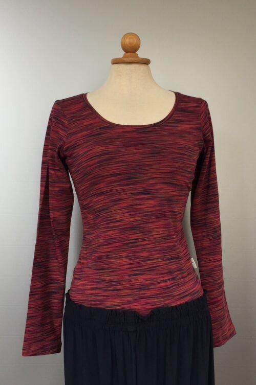 Langærmet T-shirt - øko bomuld Rød mix, røde, varme farver, multifarvet, t-shirt, lange ærmer, langærmet, bomuld, bluse, økologisk, bio, øko, bæredygtigt, nedbrydeligt, smart, slankt, dame, pige, kvalitet, lækker, biti, ribe, speciel, boho, hippie