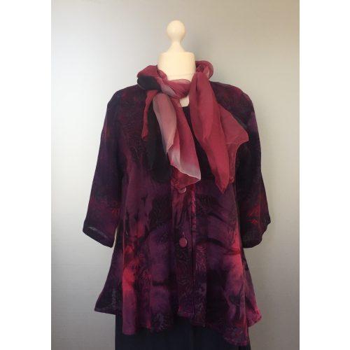 UNO jakke - A-facon i hør/viskose - Blade Lilla, lilla jakke, lilla, pink, hørjakke, hør, bomuld, rayon, festjakke, festponcho, let jakke, swinger, swingerjakke, løs, vidde, lang, store størrelser, storpigetøj, batik, batiktryk, batikfarvet, natur, naturmaterialer, åndbar, bæredygtigt, design, farver, farverigt, kulørt, flot, smukt, kvalitet, kunsthåndværk, unik, unika, kittel, biti, ribe