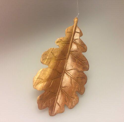 Egeblad - Håndskåret af Træ lille, egeblad, løv, træblad, uro, ophæng, pynt, håndlavet, håndsnittet, håndskåret, træskærerarbejde, træskærearbejde, kunsthåndværk, design, nordisk, efterår, efterårspynt, biti, ribe