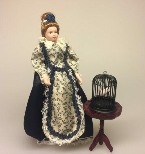 Dukke Frue i blå kjole, frue, bedstemor, tante, ældre, dame, Dukke Fin Dame i kjole, fin, dame, herskabelig, borgerskab, elegant, flot, frue, , adelig, herskabelig stil, dukkehusdukker, dukkehusting, ting til dukkehus, biti, ribe, samlere,