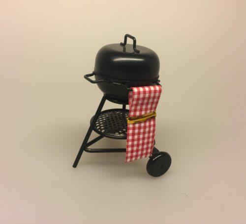 Kugle grill miniature, weber, webergrill, kuglegrill, grill, grillaften, på grillen, mini, miniature, dukkehus, dukkehusting, sangskjuler, gaveide, til manden, skumslukker, grillspyd, biti, ribe