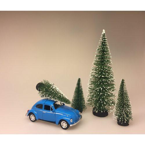 VW Folkevogn bobbel classic med juletræ på taget - Blå, vw, volkswagen, julebil, bil med grantræ, bil med juletræ, folkevogn med træ, folkevogn med juletræ, folkevogn med grantræ, driving home for christmas, driving home for xmas, julepynt, dekoration, stilleben, julebord, julen 2019, med granatræ på taget, bobbel, boble, bobble, nedgroet negl, asfalt bobbel, biti, ribe