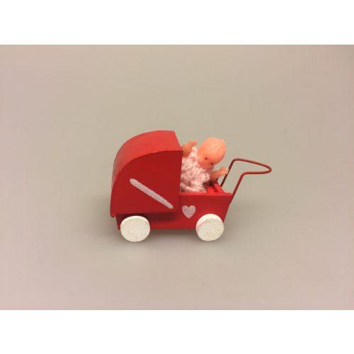 Miniature dukkevogn med dukke, putte, dukke, miniature, mini, miaturer, dukkevogn, rød, lille, legetøj, sætterkasse, sættekasse, dukkehus, dukkehusting, dukkehuset, biti, ribe, 1:12