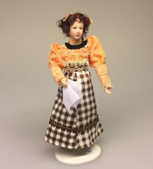 Dukke Dame med ternet nederdel, dukke, dukkehusdukke, biti, ribe