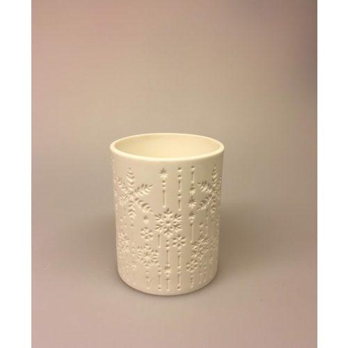 Fyrfadsstage eller vase med iskrystaller Fyrfadsstage med iskrystaller, snefnug, sne, vinter, jul, fyrfadslys, lysestage, potte, sukkulenter, kaktus, lys i mørket, vinterlys, december, julestage, keramik, enkel, fin, ren, stilig