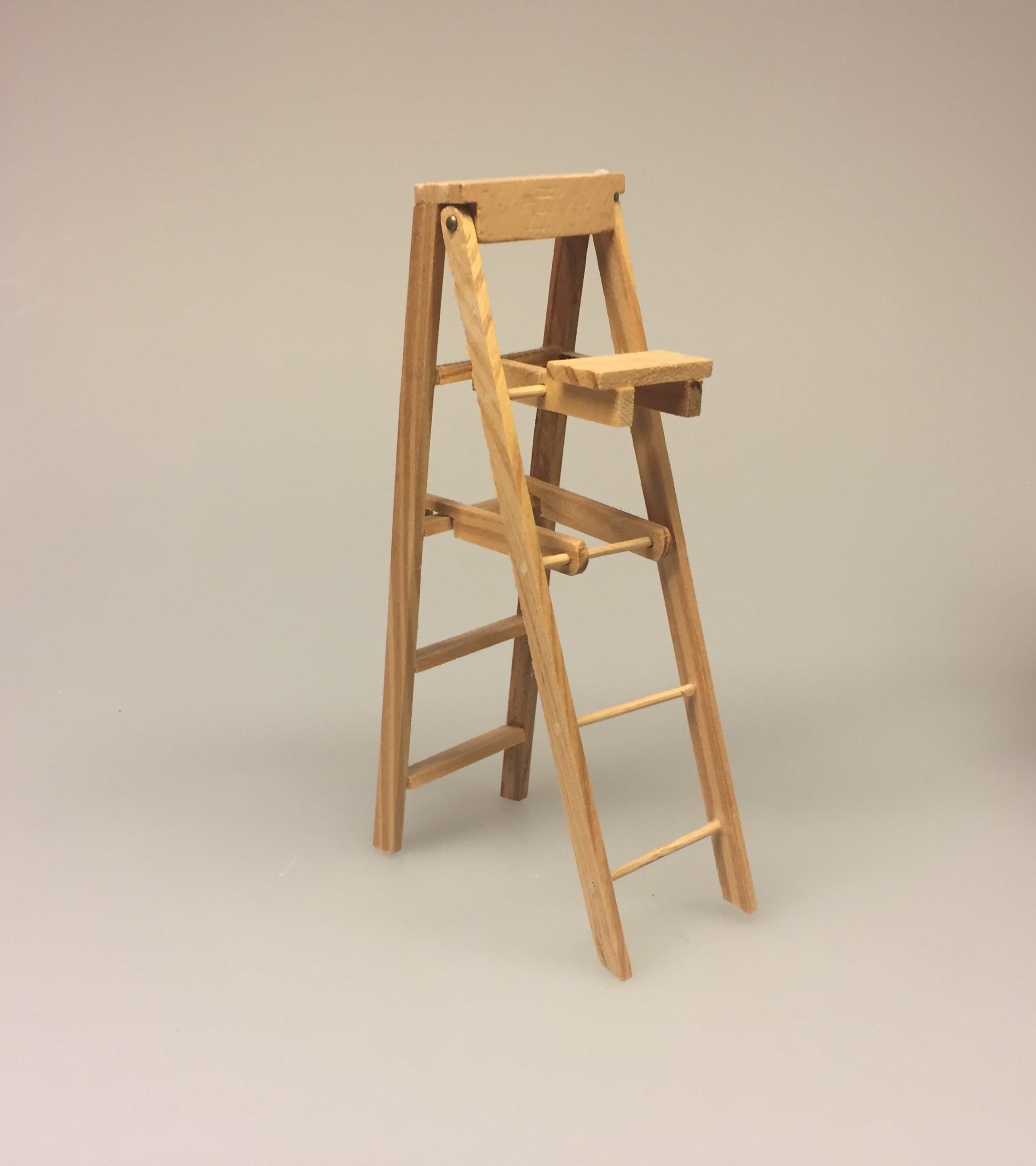 Miniature stige foldbar, wienerstige, stige, træstige, dukkehus, dukkehusting, ting til dukkehuset, miniature, miniaturer, nissedør, nisse, nisserne, nissehus, nisse tilbehør, dukkehus tilbehør, biti, ribe
