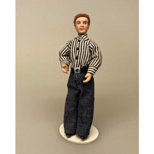Dukke Mand - Tom i stribet skjorte, mand, mandedukke, dukkehusdukke, dukkehus, ting til, dukkehuset, 1:12, miniature, miniaturer, dukketing, sætterkasse, legetøj, mini, biti, ribe, tom jones,