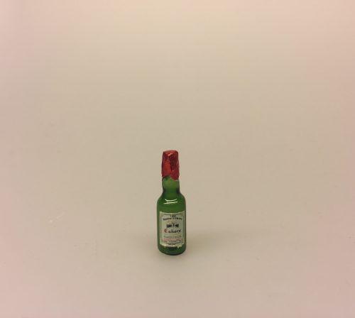 Miniature Rødvin i glasflaske, Miniature Rødvin, Miniature Kasse med rødvin, rødvinsflasker, rødvin, vinkasse, vingave, gavekort, vinbar, dukkehusting, dukkehus, miniaturer, mini, 1:12, sættekasse, sætterkasse, ting til, dukkemad, legemad, mad til, biti, ribe