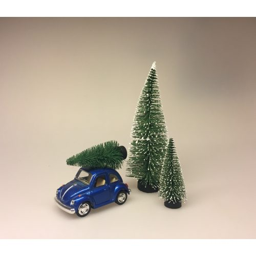 VW Folkevogn Bobble med juletræ lille Blå, vw, folkevogn, bobbel, bobble, folkevognsbobbel, julebil, driving home for christmas, juletræ på taget, juletræ, grantræ, grantræ på taget, bil med juletræ, juletræsbil, juledekoration, julestilleben, bil med grantræ, biti, ribe
