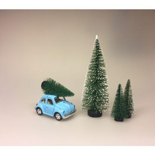 VW Folkevogn Bobble med juletræ lille Lyseblå, vw, folkevogn, bobbel, bobble, folkevognsbobbel, julebil, driving home for christmas, juletræ på taget, juletræ, grantræ, grantræ på taget, bil med juletræ, juletræsbil, juledekoration, julestilleben, bil med grantræ, biti, ribe