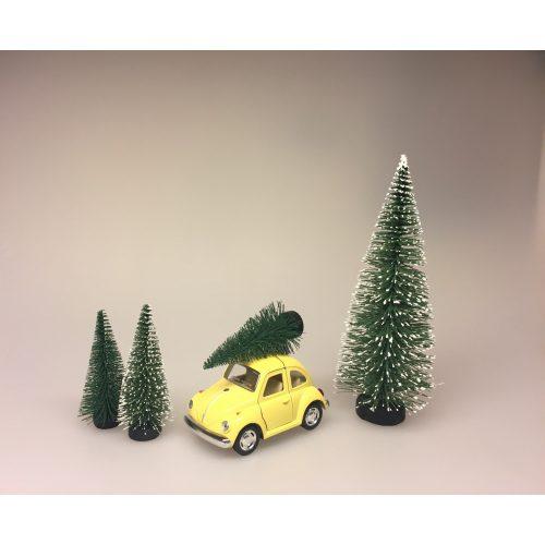 VW Folkevogn Bobble med juletræ lille Lysegul, vw, folkevogn, bobbel, bobble, folkevognsbobbel, julebil, driving home for christmas, juletræ på taget, juletræ, grantræ, grantræ på taget, bil med juletræ, juletræsbil, juledekoration, julestilleben, bil med grantræ, biti, ribe, pastelfarvet, pastelgul
