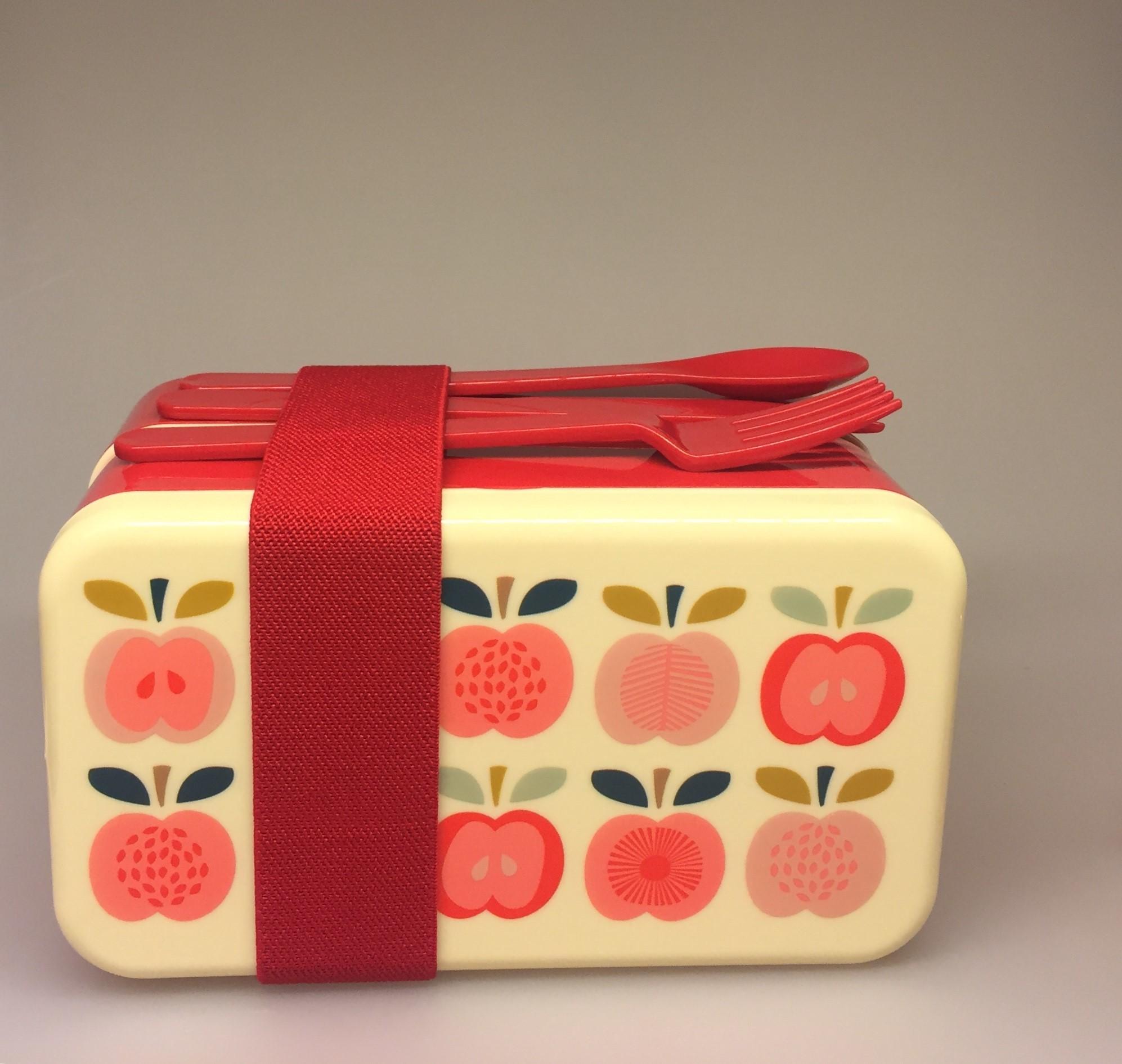 Madkasse - Dobbelt med bestik Røde Æbler , madkasse, flere rum, inddeling, bestik, sød, lækker, fin, flot, skole, børnehave, arbejde, job, picnic, madkurv, skovtur, rester, fra aftensmaden, varm mad, med, snacks, eftermiddags, mellemmåltid, frugt, salat, biti, vintage, apple, æbler, æblemotiv, ribe,