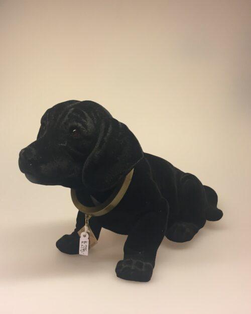 Klassisk Nikke-hund - sort velour ,Klassisk Nikke-hund - velour , Klassisk Nikke-hund - brun velour, wackel dackel, velour, brun, bagsæde, bagrude, nikke, vippe hund, gravhund, kær, gave ide, hunde ejer, labrador, labrador hvalp, labrador retriever