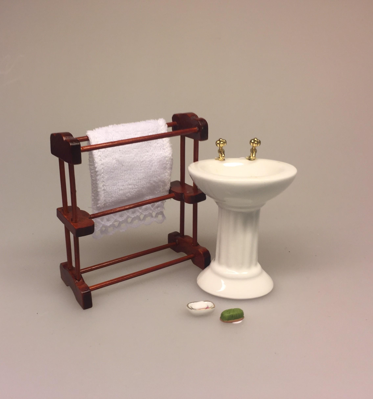 Picture of: Miniature Handvask I Porcelaen Med Fint Lille Blomstermotiv