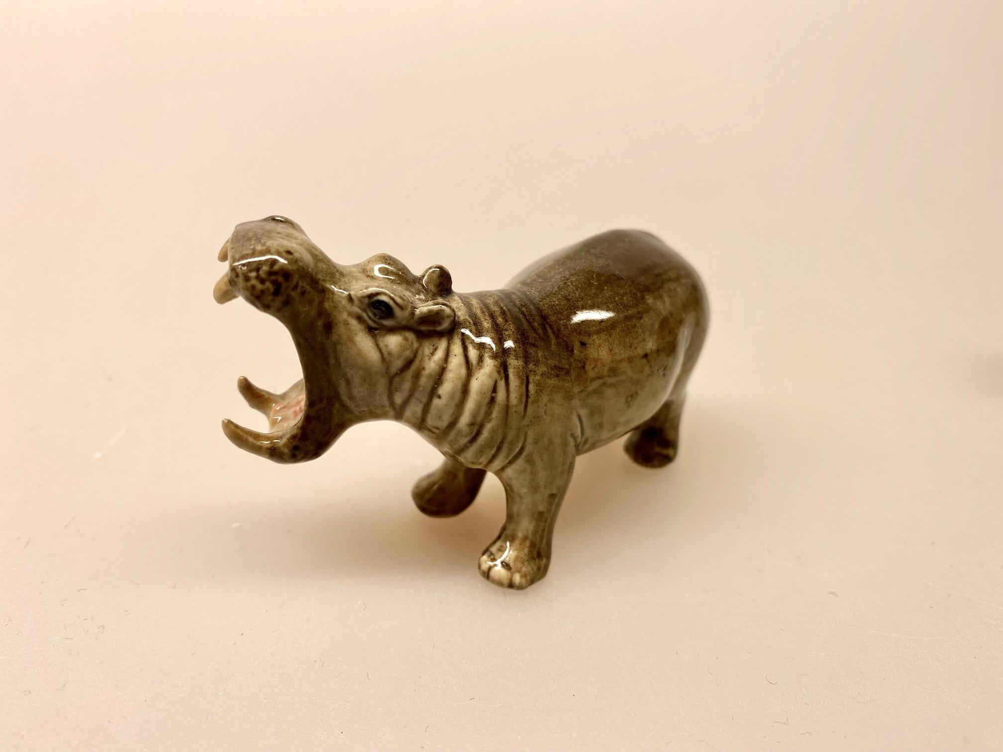 Flodhest Figur porcelæn , flodhest, hippo, flodheste, porcelæn, porcelænsdyr, vilde dyr, savannen, de 5 store, the 5 big, storvildt, det farligste dyr, flodhestefigur, porcelænsdyr, porcelænsflodhest, amagerhylde, nips, pynteting, zoo, zoologisk have, afrikas dyr, biti, ribe