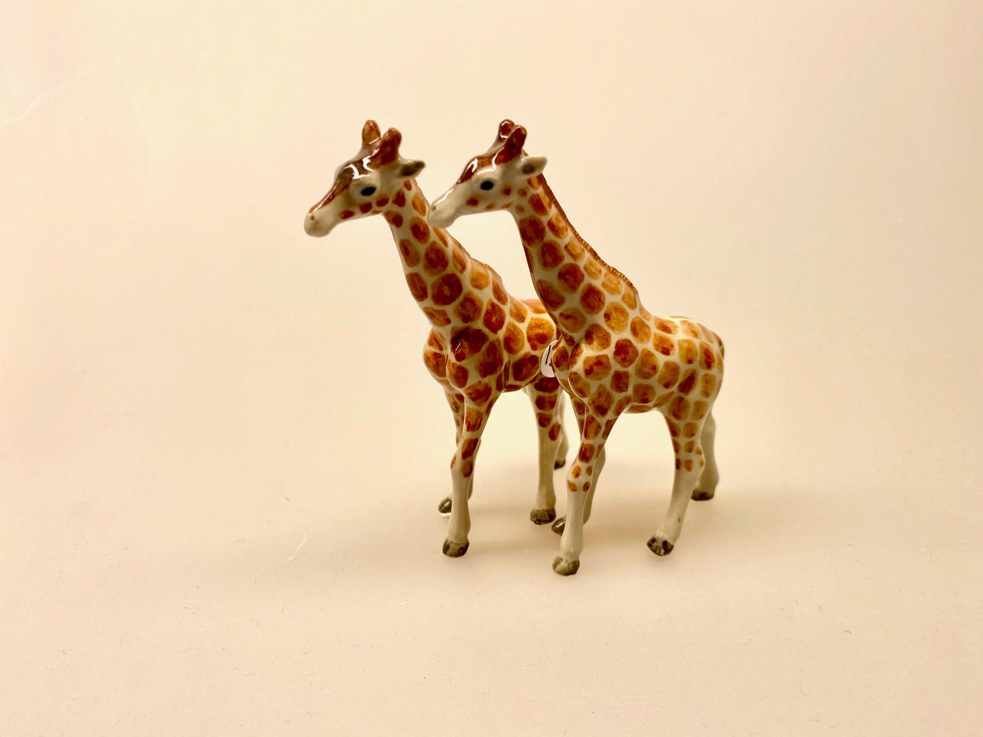 Giraf Figur porcelæn, porcelæn, porcelænsfigur, porcelænsdyr, porcelænsgiraf, af porcelæn, giraf, giraffer, se giraffen, savanne, savannens dyr, storvildt, safari, zoo, zoologisk have, samler, sættekasse, sætterkasse, amagerhylde, biti, ribe, vilde dyr, afrika, afrikas dyr, afrikanske