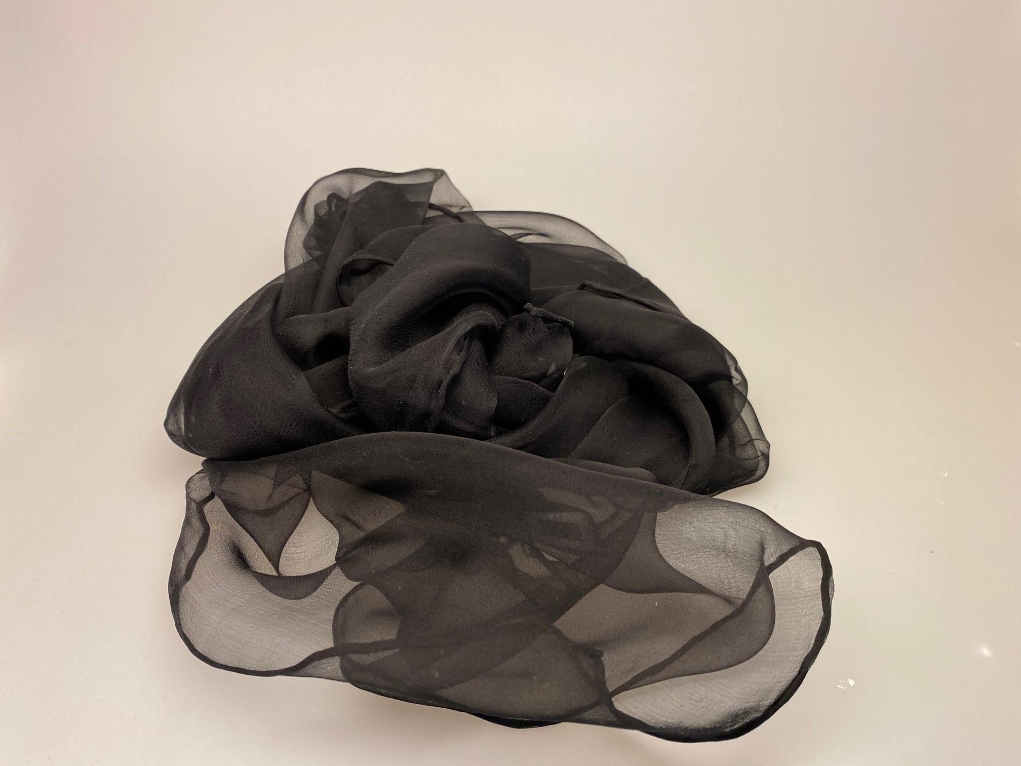 Silkechiffon Tørklæde 1158 - Sort ,Silkechiffon 1163 XL - Sort, 1163-30, sort, silke, silketørklæde, tørklæde, luksus, fest, festtøj, stola, sjal, festkjole, håndrullede, biti, ribe,,Silkechiffon 1163 XL - Sort,