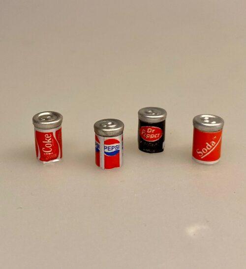 Miniature Cola Dåse, coke, cola, pepsi, light, Dr. Pebber, discount, cola, sodavand, dåsesodavand, sodavandsdåse, læskedrik, sjov, mini, biti, ribe, nisser, nisseting, sangskjuler, gavekort, gave, konfirmation, bryllup, fødselsdag, dukkehusting, tilbehør, sættekasse, sætterkasse