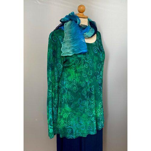 Batikbluse Jersey langærmet - Lavi Grøn, grønne farver, grønne nuancer, flaskegrøn, jersey, batik, batikfarvet, lange ærmer, langærmet, rund hals, let a-snit, flot fald, biti, ribe, diva