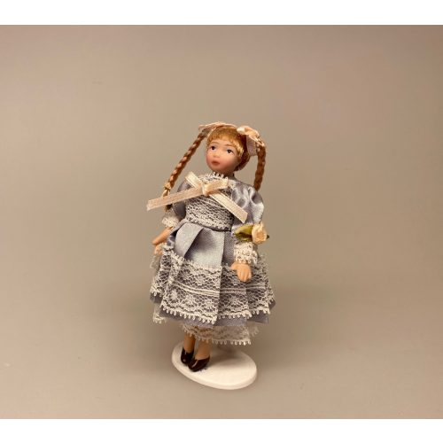 Lille pige Silvia, Lille pige Alice, dukkehusdukke, dukkehusdukker, dukke, dukkepige, pigedukke, ting til dukkehuset, dukkehusting, dukketing, miniature, miniaturer, små ting, sættekassen, sættekasseting, biti, ribe, herskab, tjenestefolk, upstairs, downstairs, 1:12