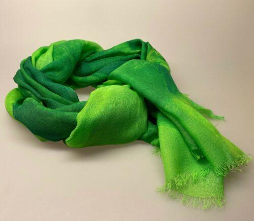 Salto koloreret tørklæde - Sophie Græs/grøn/lime, grøn, grønne farver, knaldgrøn, klare farver, stort, let, silke, silkeblanding, stola, elegant, fest, festtøj, galla, gallakjole, gallasjal, sjal, bolero, flot, lækkert, smukt, kolde farver, biti, ribe, gave, gaveide, kor, til kor,vadehavet, danmarks ældste by,