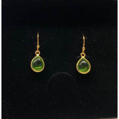 Forgyldte Ørenringe med glatte dråber - Grøn Krystal, æblegrøn, grøn, frisk, lækker, smuk, nyhed, ørehængere, øreringe, ørenringe, dråber, dråbeformet, guld, ægte, guldbelagt, billige, maanesten, stine a, biti, ribe