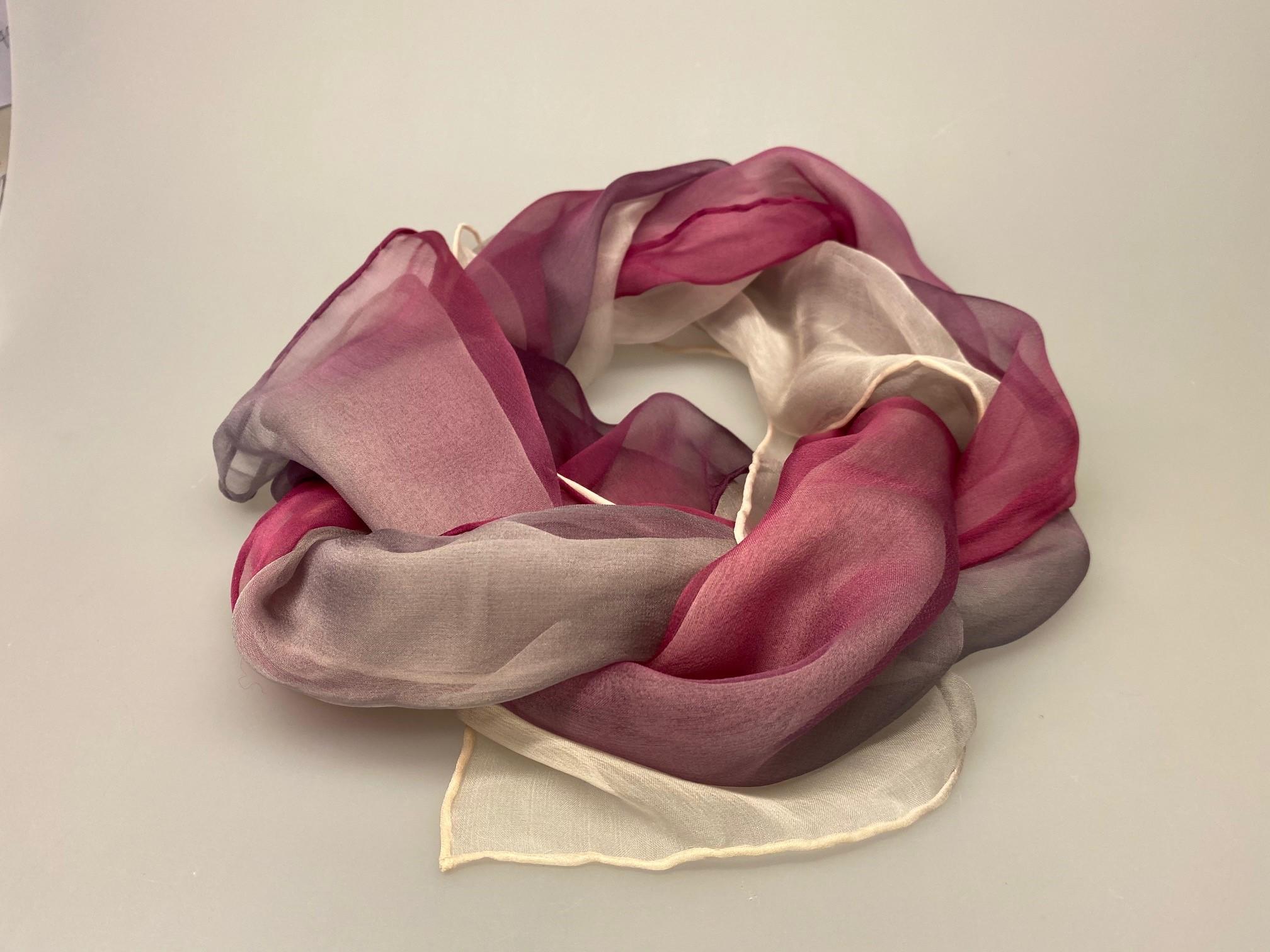 1158-176, Silkechiffon Tørklæde 1158 - Lyng/Lilla/Hvid - Lyng/Lilla/Hvid,Silke, hvid, lyngfarvet, lilla, lynglilla, rosa, silke, ren silke, silketørklæde, silkechiffon, let, stort, volumen, sjal, stola, fest, festtøj, elegant, kvalitet, flot, kor, gave, gaveide, rund fødselsdag, biti, ribe