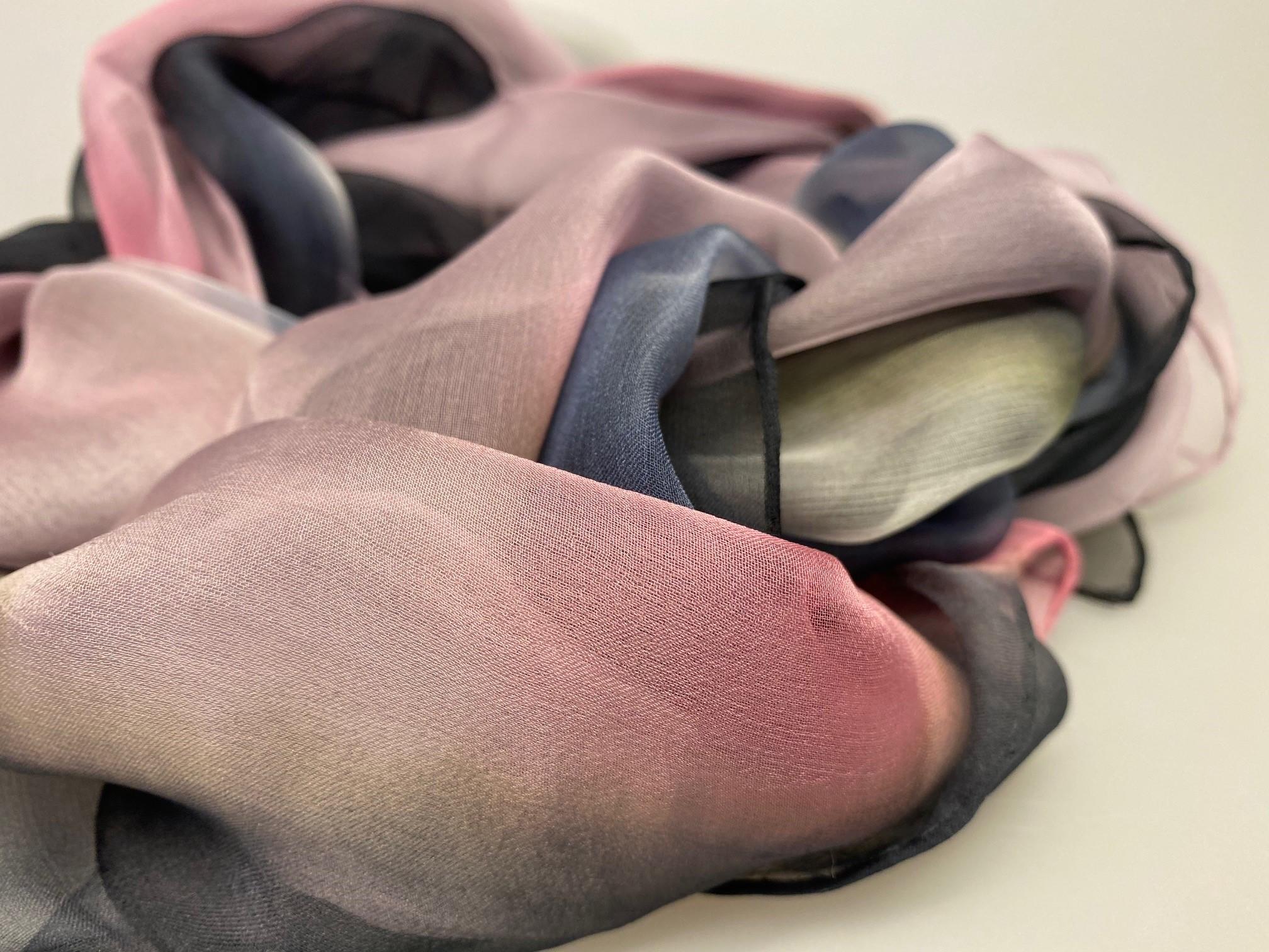 Silkechiffon Tørklæde 1158 - Sort/Rosa/Blå/Khaki ,silke, hvid, lyngfarvet, lilla, lynglilla, rosa, silke, ren silke, silketørklæde, silkechiffon, let, stort, volumen, sjal, stola, fest, festtøj, elegant, kvalitet, flot, kor, gave, gaveide, rund fødselsdag, biti, ribe