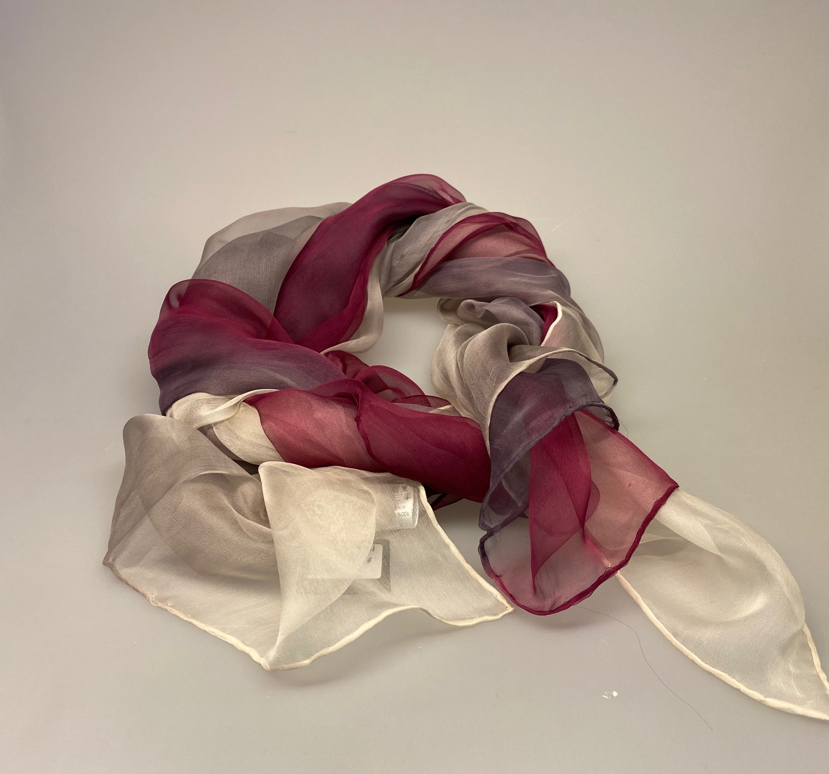 Silkechiffon 1163 XL - Lyng/Lilla/Hvid,Silke, hvid, lyngfarvet, lilla, lynglilla, rosa, silke, ren silke, silketørklæde, silkechiffon, let, stort, volumen, sjal, stola, fest, festtøj, elegant, kvalitet, flot, kor, gave, gaveide, rund fødselsdag, biti, ribe