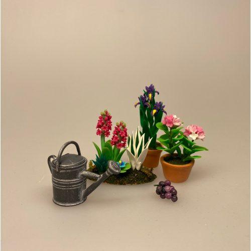 Miniature Bed med Hyacinter, hyacint. hyacintbed, ,påskebed, forårsbed, blomsterbed , blomster, blomst, påske, påskeblomster,, dukkehus, dukkehusting, dukkehustilbehør, 1:12, skala, mini, miniature, miniatyre, miniaturer, sættekasse, sætterkasse, sangskjuler, symbolsk, gavekort, planteskole, haven, have entusiast, havemand, gartner, uddannet, biti, ribe, landskabsarkitekt,