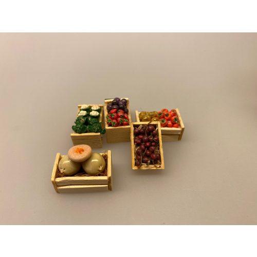 Miniature Kasse med Kirsebær,Miniature Kasse med Blommer & Jordbær,Miniature Kasse med kartofler, miniature, miniaturer, dukkehus, dukkehusting, sættekasse, sætterkasse, grøntsager, grønthandler, mini, kartofler, biti, ribe, tilbehør,