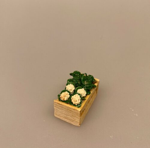 Miniature Kasse med Blomkål & Broccoli, miniature, miniaturer, dukkehus, dukkehusting, sættekasse, sætterkasse, grøntsager, grønthandler, mini, kartofler, biti, ribe, tilbehør,