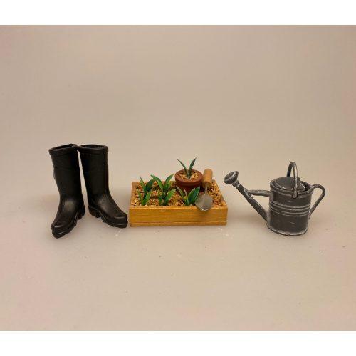 Miniature Vandkande zink, Miniature Plantekasse med ske, forspiring, spiringskasse, udplantning, ompotning, haven blomster, plantekasse, miniature, miniaturer, gartner, landskabsarkitekt, sangskjuler, symbolsk, gave, gavekort, gaveide, færdig, uddannelse, dukkehus, dukkehusting, dukkehustilbehør, miniature, miniaturer, sættekasse, biti, ribe