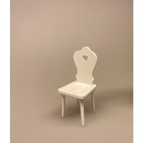 Hvid Miniature Køkkenstol med hjerte, stol, dukkemøbler, dukkehusmøbler, dukkehustilbehør, dukkehusting, miniaturer, biti, 1:12