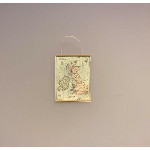 Miniature Landkort Storbritanien, uk, the UK; England, United Kingdom, miniaturer, dukkehus, dukkehusting, dukkehustilbehør, dikkehusmøbler, ting til dukkehuset, ting til kigkasser, symbolsk gave, gavekort, held og lykke, udlandsophold, rejse, sprogskole, skole, skolekort, landkort, vægkort, anskuelsestavle, biti, ribe, sangskjuler