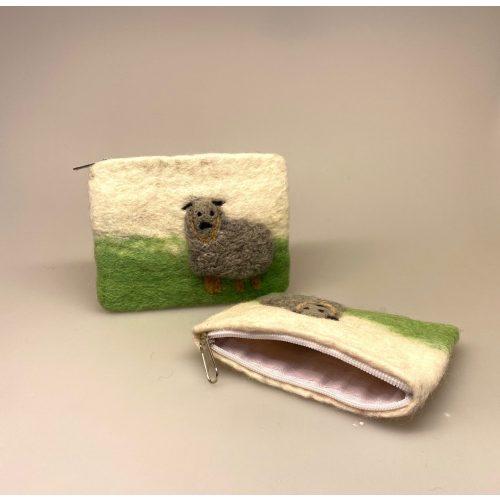 , Pung i filtet uld - Naturhvid med får med får, får, lam, marsken, marsklam, påskelam, påske, børnepung, filt, filtet, filtpung, ting af filt, dansk, ribe, vesterhavet, vadehavet, nationalpark, ribe,