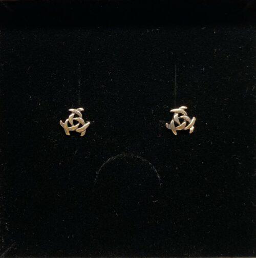 Vikingeøreringe Sølv Ørestikkere - Spids, Triskele, magisk, det magiske tal tre, treenigheden, evigheden, symbol, symbolks, keltisk, vikinger, vikingetiden, keltisk flet, keltiske smykker, vikingesmykker, sølv smykker, ørestikkere, sølvørestikkere, museums smykker, museums smykker, historiske smykker, fund, vikingefund, kopi smykker, nordiske, guder, aser, asatro, amuletter, ægte, nikkelfri, Biti, Ribe,,Vikingeøreringe Sølv Ørestikkere - Gælach Blå Måne,