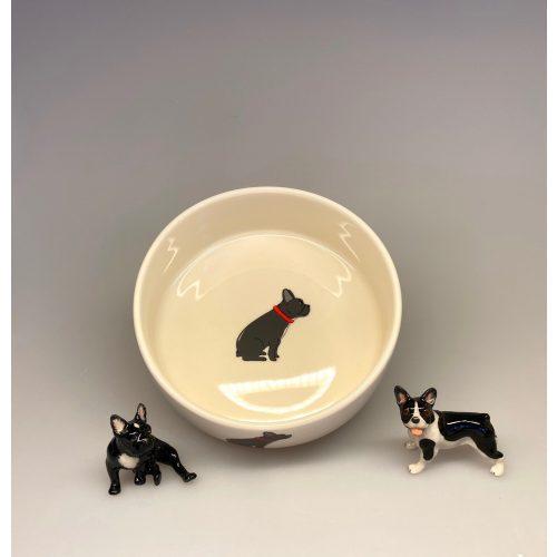 Hundeskål af Porcelæn - Fransk Bulldog , bulldog, bulldogs, french bulldog, bulldogge, hundeskål, madskål, vandskål, med hunde, til hunde, menneskets bedte ven, den firbenede, hundeting, ting med hunde, napf, doggy, biti, ribe, sweet william
