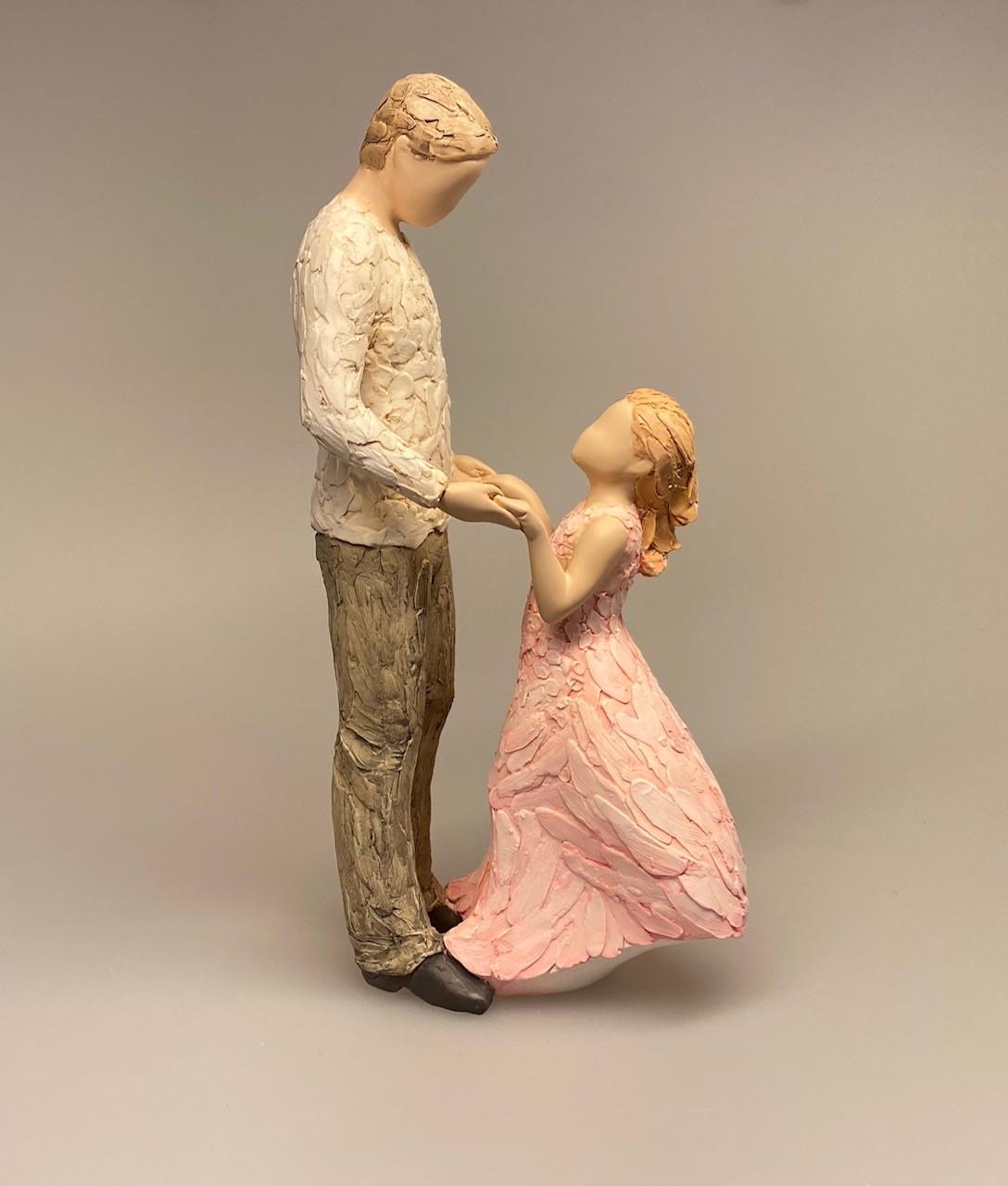 More than words Figur - Angel of Mine, datter, far og datter, daddy, familie, forældre, onkel, storebror, lille søster, læring, tryghed, kærlighed, lærer at danse, passer på dig, min datter, guldklump, øjesten, figur, arora, willowtree, biti, ribe, kunst, gave, gaveide, symbolsk, symbolik, flot,
