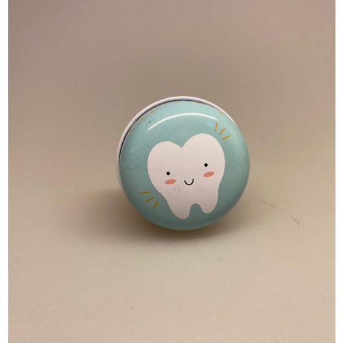 Dåse til mælketænder - rund lyseblå, Dåse til tænder, tabte tænder, tandfe, tandfeen, æske, dåse, boks, box, tooth fairy,