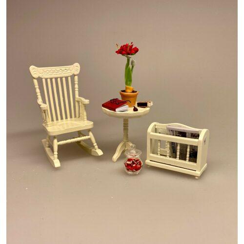 Miniature Gyngestol creme, gyngestol, rocking, chair, ænestol, bedstefar, bedstemor, kamin, nisser, nissehus, nissebo, nissedør, nissemøbler, nissestol, miniature, miniaturer, sangskjuler, symbolsk, gave, gavekort, penge, cremefarvet, flødefarvet, dukkehus, dukkehusmøbler, dukkehustilbehør, dukkehusting, til, dukkehuset, biti, ribe