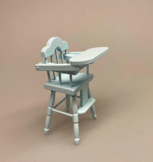 Miniature Høj Barnestol lyseblå, højstol, stol, høj stol, babystol, børnestol, dukkebarn, dukke, dukkehusmøbler, dukkehusting, babystol, 1:12