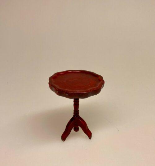 Miniature Lille rundt bord mahogny, Miniature Lille rundt bord mahogny ,Miniature Gyngestol Mahogny, Miniature kamin i Mahogny, Miniature Kamin lys træ, miniature, miniaturer, dukkehus, dukkehusting, dukkehustilbehør, ting til dukkehuset, 1:12, kamin, kaminhylde, op på kaminhylden, og glimmer på, hella joof, pejs, åben pejs, ildsted, kakkelovn, brændeovn, nissebo, nissedør, santa, chimney, chimny, nissetilbehør, nisseting, ting til nisser,