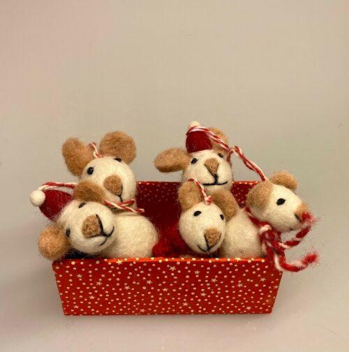 Mus - filtede Jule Mus hvide, hvide mus, Mus - filtede Jule Mus grå, julepynt, julemus, mus, filtmus, filt, nålefilt, uld, uldfilt, filtet uld, uldfigurer, kunsthåndværk, håndlavet, bæredygtigt, design, hyggelig, finurlig, speciel, særlig, eksklusiv, sød, sjov, biti, ribe, vadehavet, peters jul, uldne, fåreuld, markslam