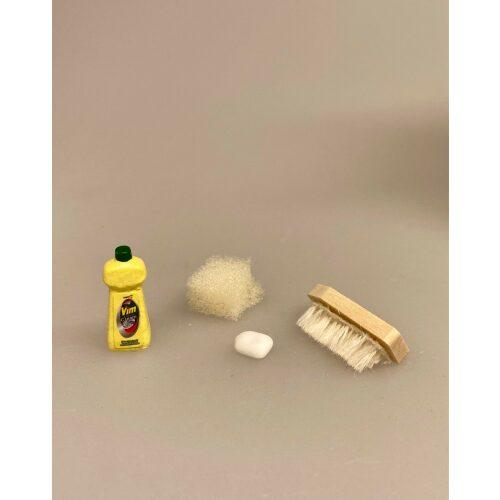 Miniature Skurebørste svamp og sæbe, Miniature Skuremiddel Vim, skuremiddel, rengøring, rengøringsvanvid, renlighed, skure, skurecreme, nisser, dukkehus, tilbehør til, ting til, dukkehusting, dukkehustilbehør, dukkestue, miniature, miniaturer, sættekasse, sætterkasse, sættekasseting, nissebo, nissedør, bryggers, gå glad i bad, minijul, 1:12, biti, ribe, høker, købmandsbutik,
