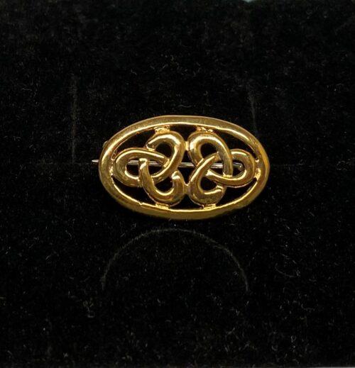 Vikinge broche i bronze - Keltisk knude lille oval , bronze, bronzebroche, evigheden, uendelig, magiske, tal, tre, triskele, triscal, lille, fin, magisk, amulet, ovel, gylden, billig, vikinge, vikingesmykker, museumssmykker, museumskopi, museums, smykker, smykke, nordisk, guder, mytologi, gamle, oldtids, kopismykker, kopi, vikingekopi, fund, vikingefund, biti, ribe, danmarks, historiske,