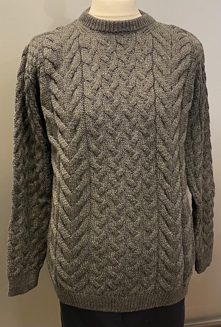 Aran Pullover Irsk Soft Merinould Koks, koks, koksgrå, mørkegrå, varm grå, soft, supersoft, ekstra, blød, uld, uldstrik, uldsweater, uldtrøje, strik, striktrøje, striksweater, ulden, merino, merinould, sweater, til mænd, unisex, til damer, kabelstrik, aran, aranstrik, aranmønster, trøje, pullover, biti, irsk, klassisk, hyggelig, outdoor, friluftsliv, naturen, lystfisker, jagt, vandretur, gåtur, ribe, vadehavet, natursti, sort sol,
