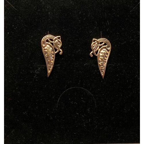 Bronze ørestikkere - Dråbeformet slange, midgårdsormen, slanger, ørehængere, hænge øreringe, store, studs, bronzesmykker, bronze, stikkere, gyldne, kobber, vikingesmykker, vikinger, vikingefund, vikingetiden, by, ribe, ældste, gamle, guder, museumssmykker, ægte, originale, autentiske, udgravninger, skat, ribe, domkirke, vadehavet, middelalderen, aser, asatro, midgård, asgård, loke, udgårdsloke, hamskifte, magisk, fabeldyr, flot, lykkebringende, forandring, styrke, biti