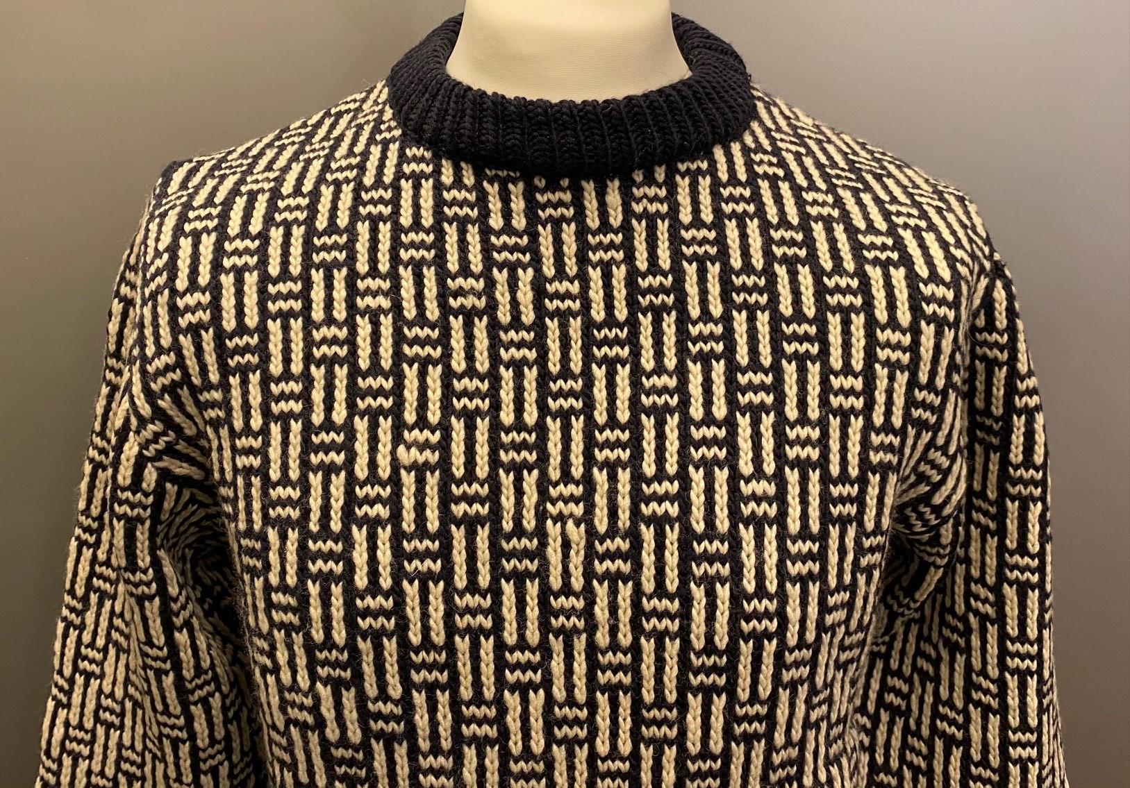 Fuza - Merino uld Pullover - Saga, hipster, ungt, ung, urbant, Fuza - Merino uld Pullover , strik, uld, uldstrik, merino, merinould, fed, tyk, chunky, sweater, islænder, islændertrøje, islændersweater, sara lund, blød, varm, cool, hipster, moderne, blocker, dansk, design, håndstrikket, soft, hele året, overtøj, sejler, lystfisker, i naturen, gave, gaveide, yndlings, pullover, ulden, hjemmestrikket, til piger, til mænd, herre, herrer, herrestrik, damestrik, biti, ribe, fuza, vadehavet, får, marsken, nationalpark,